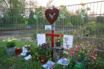 Spoorwegovergang Laan van Erica. Hier kwam op 21 februari de 16-jarige Kevin Karrenbelt om het leven toen hij met de fiets door de trein werd aangereden. gm[[52.2055454711019, 5.9995222091674805]]