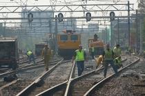 In de buurt van het station worden nieuwe wissels geplaatst. Het treinverkeer ligt 72 uur stil en men neemt de gelegenheid om tal van ander onderhoud uit te voeren. gm[[52.20897417980253, 5.977238416671753]]