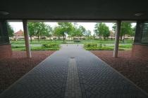 Gezien vanonder het Arcadisgebouw op Het Rietveld. gm[[52.213523467241444, 6.000959873199463]]