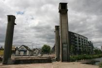 Tussen medio april en september 2006 wordt het totale brugdek vervangen, worden aan de zijkanten fietsbruggen aangebracht en wordt de betonconstructie opgeknapt.