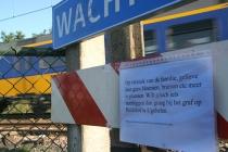 Het altaar dat hier werd aangelegd voor Yentl werd deze week verwijderd. Yentl (14) kwam op 8 juni door de trein om het leven. gm[[52.2144240657243, 6.002182960510254]]