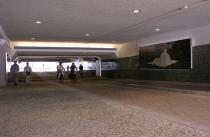 De nieuwe NS fietstunnel bevat fraaie kunstobjecten. gm[[Stationsplein, Apeldoorn]]