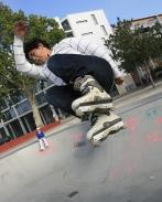 Skaters op het Stationsplein. gm[[52.209753245463325, 5.968950390815735]]